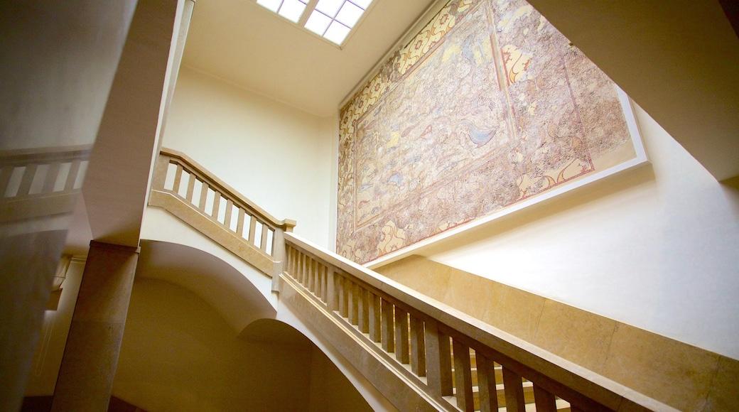 Museo Nacional Arqueológico de Tarragona que incluye vistas de interior