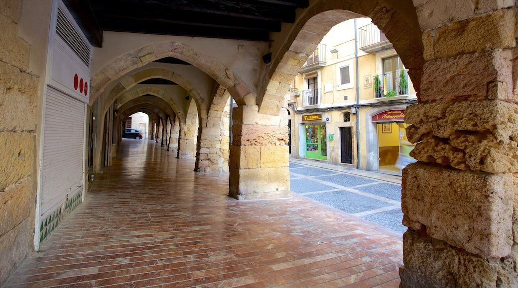 Tarragona which includes heritage elements