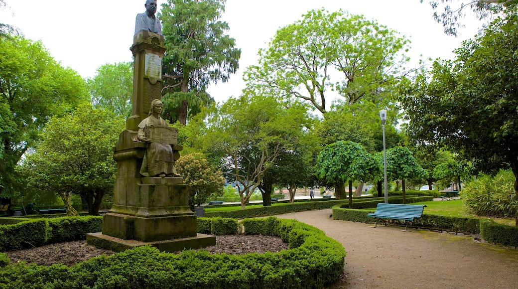 Alameda Park showing a monument, a park and a statue or sculpture