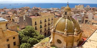 Catedral de Tarragona que incluye una localidad costera, una ciudad y vistas panorámicas
