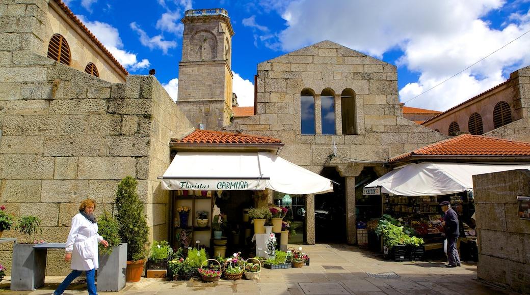 Mercado de Abastos de Santiago johon kuuluu katunäkymät, vanha arkkitehtuuri ja markkinat