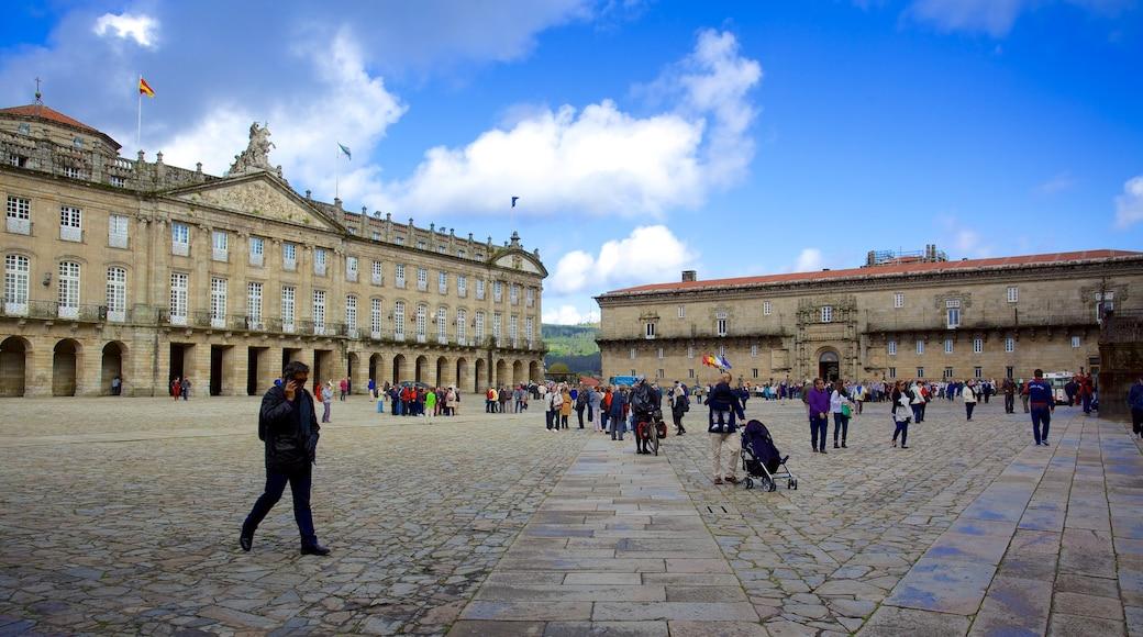 Plaza del Obradoiro que incluye una plaza, arquitectura patrimonial y señalización