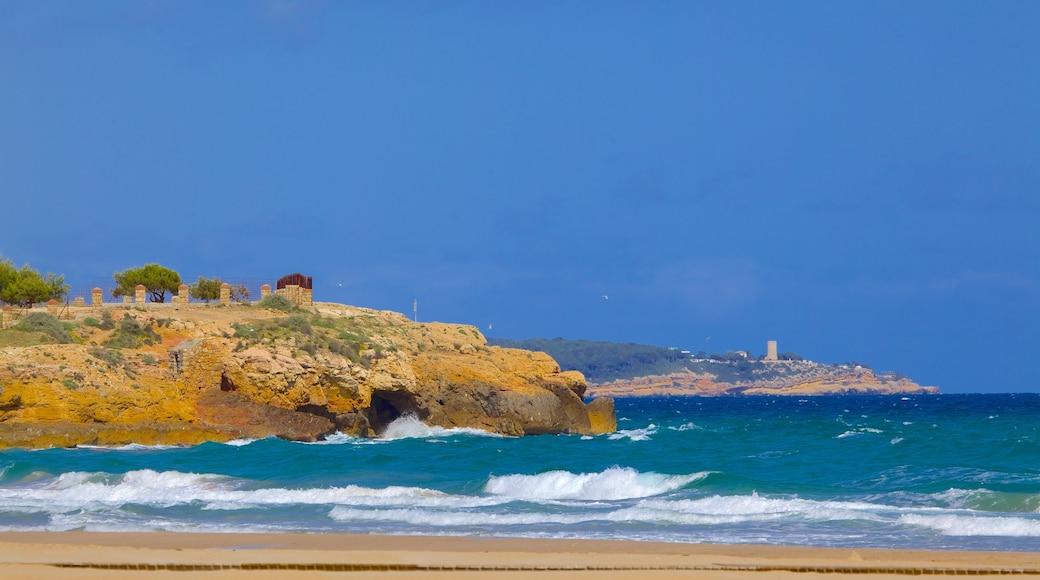 Strand L\'Arrabassada Beach welches beinhaltet allgemeine Küstenansicht