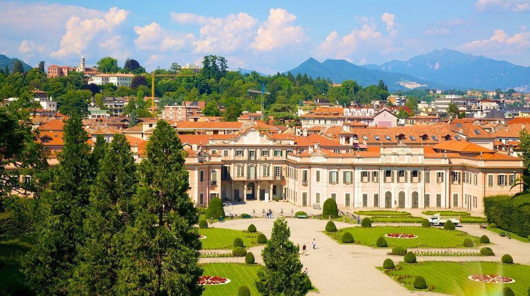 Palazzo Estense bevat een plein, een klein stadje of dorpje en landschappen