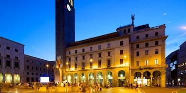 Varese mostrando paesaggio notturno, strade e piazza