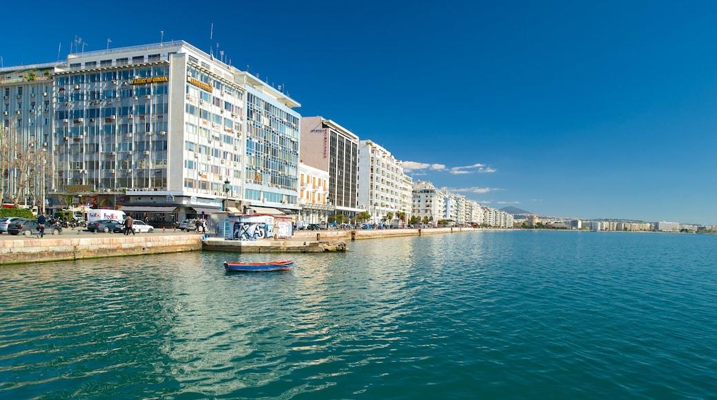 Thessaloniki welches beinhaltet allgemeine Küstenansicht und Stadt