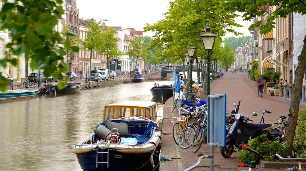 Leiden welches beinhaltet Bootfahren, Brücke und Straßenszenen