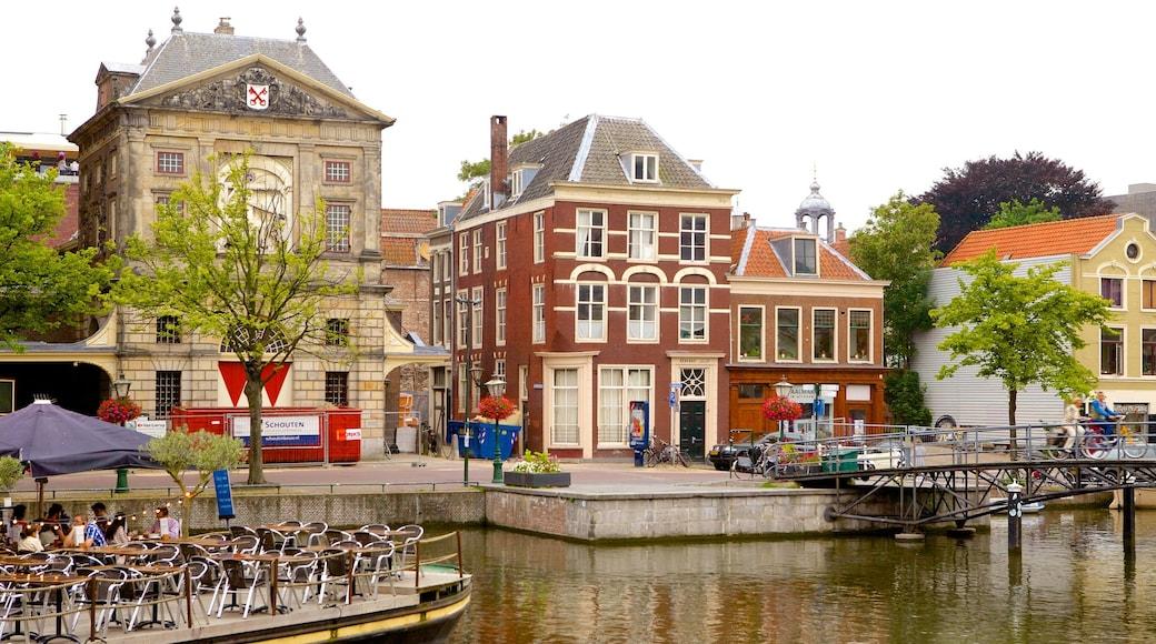 Waag bevat een plein, historische architectuur en straten
