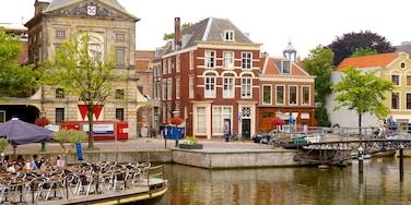 Waag montrant rivière ou ruisseau, scènes de rue et maison