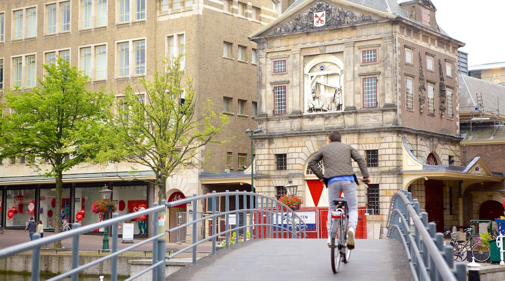 Waag featuring road cycling, cycling and street scenes