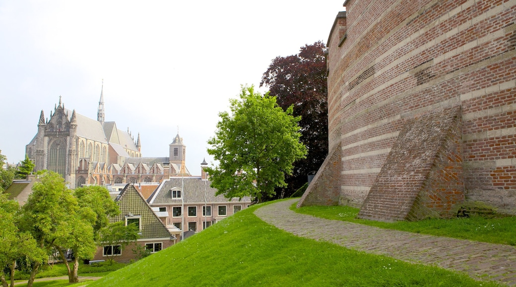 Burcht featuring a garden and heritage architecture