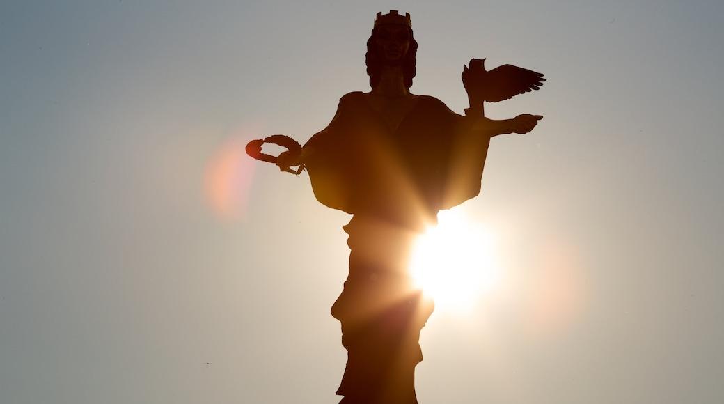 Sint Sofia Monument inclusief een standbeeld of beeldhouwwerk en een monument