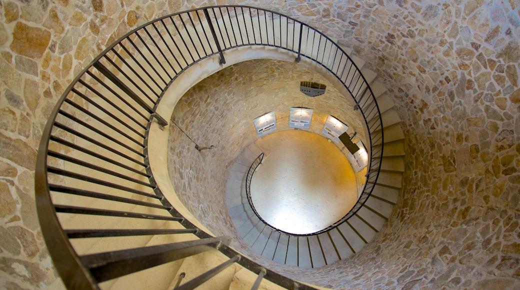 Château de Sant Joan montrant vues intérieures et patrimoine architectural