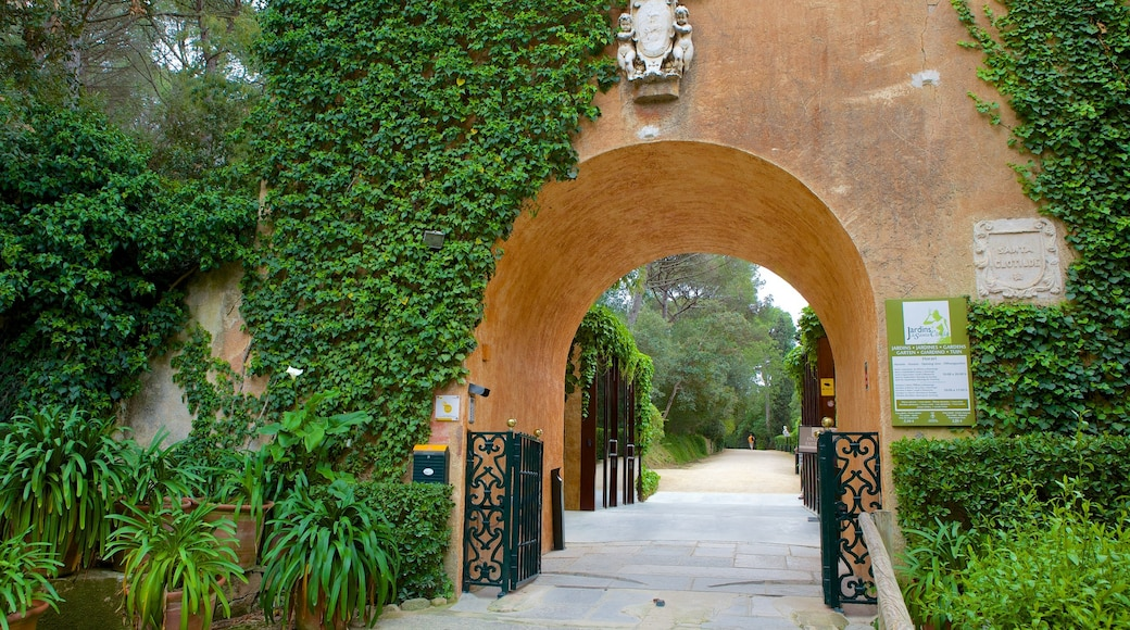 Santa Clotilde Gardens which includes a park
