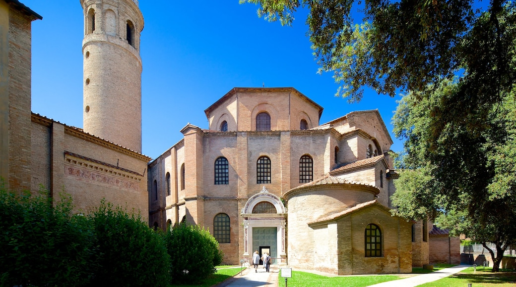Basilica di San Vitale che include chiesa o cattedrale