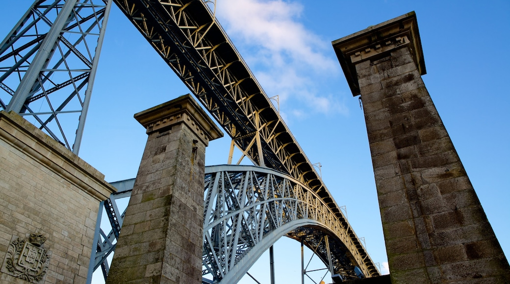 Dom Luis I broen fasiliteter samt bro