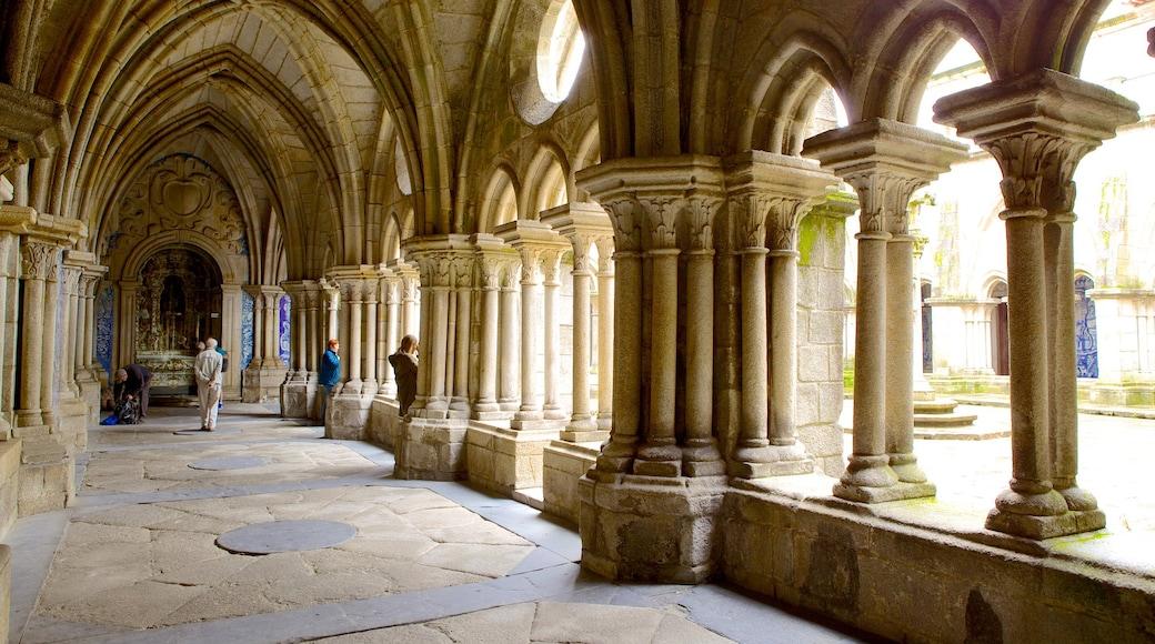 Porto katedral som viser innendørs, historisk arkitektur og kirke eller katedral