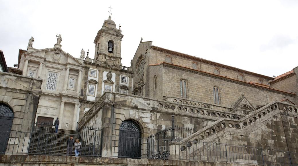 Sao Francisco som inkluderer religiøse elementer, historisk arkitektur og kirke eller katedral