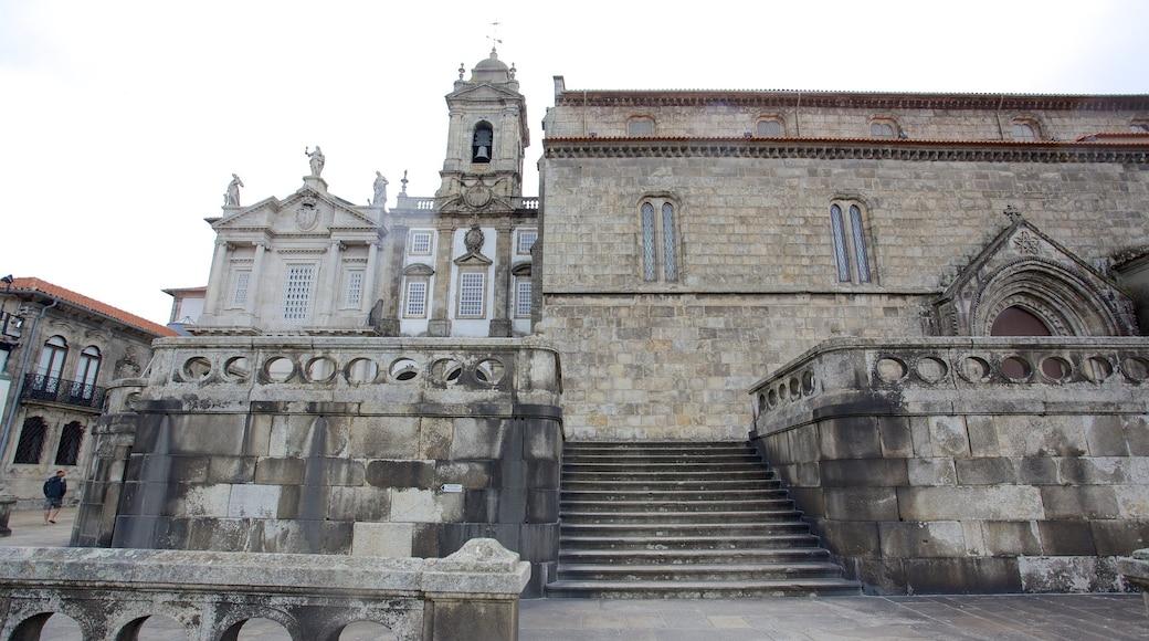 Sao Francisco fasiliteter samt kirke eller katedral, historisk arkitektur og religiøse elementer