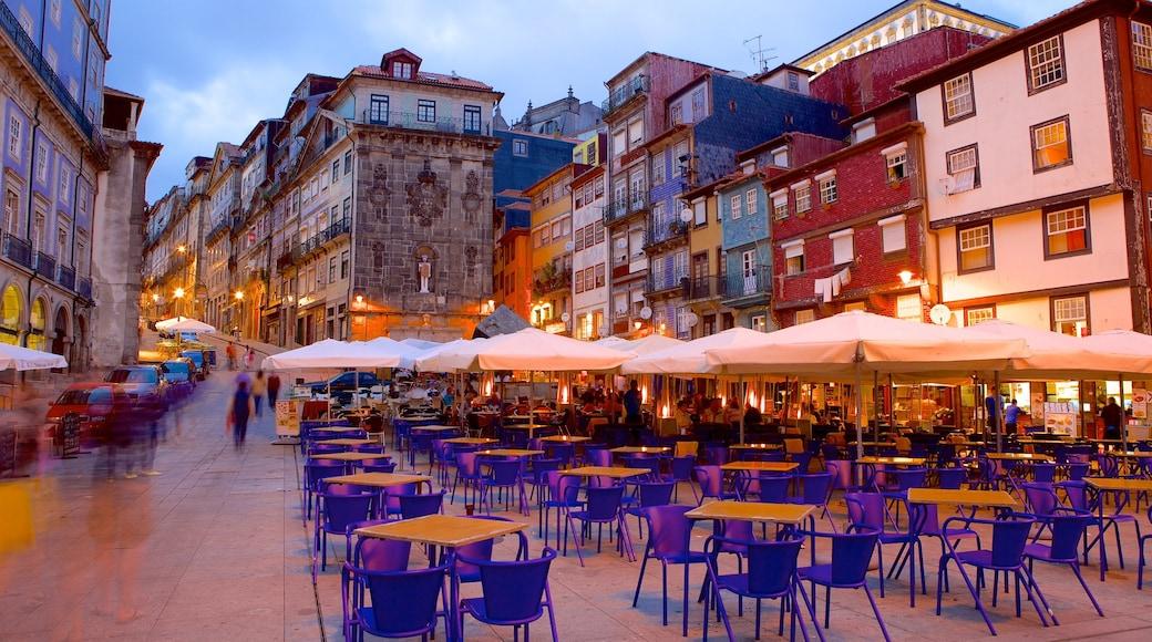 Ribeira-plassen som inkluderer by, spise ute og kaféstil