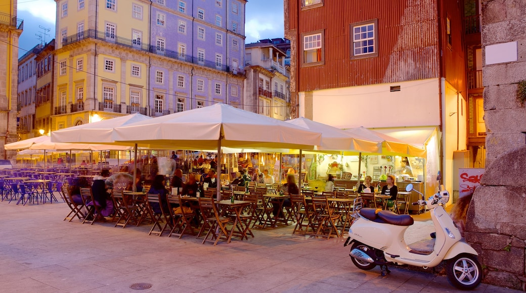 Ribeira-plassen som inkluderer by, kafé og spise utendørs