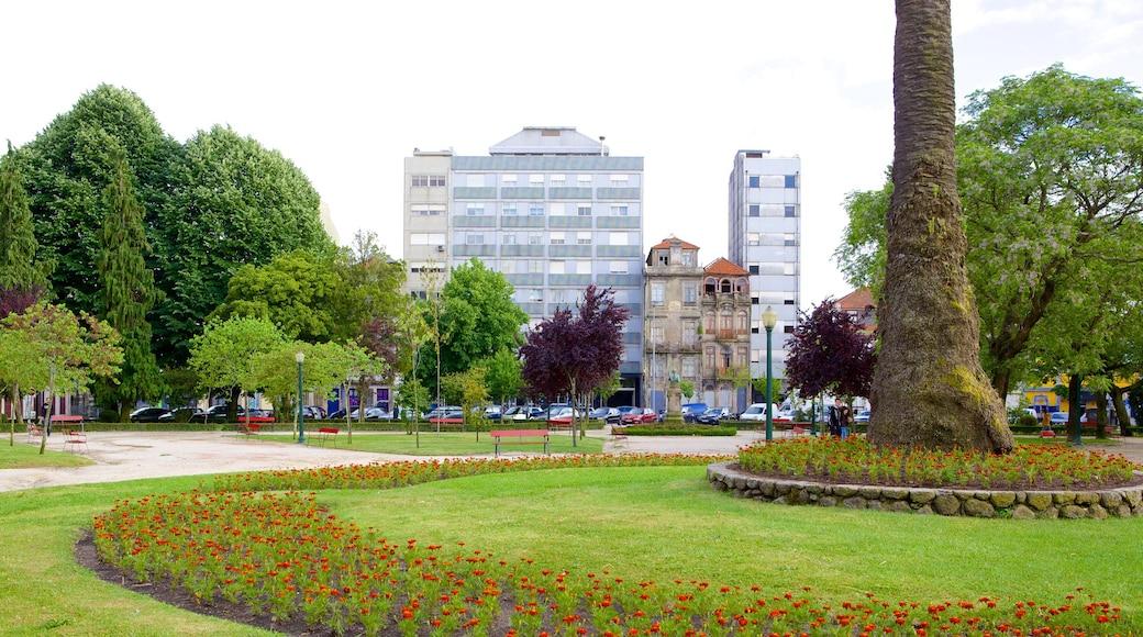 Praça da Republica ofreciendo flores, una ciudad y un parque
