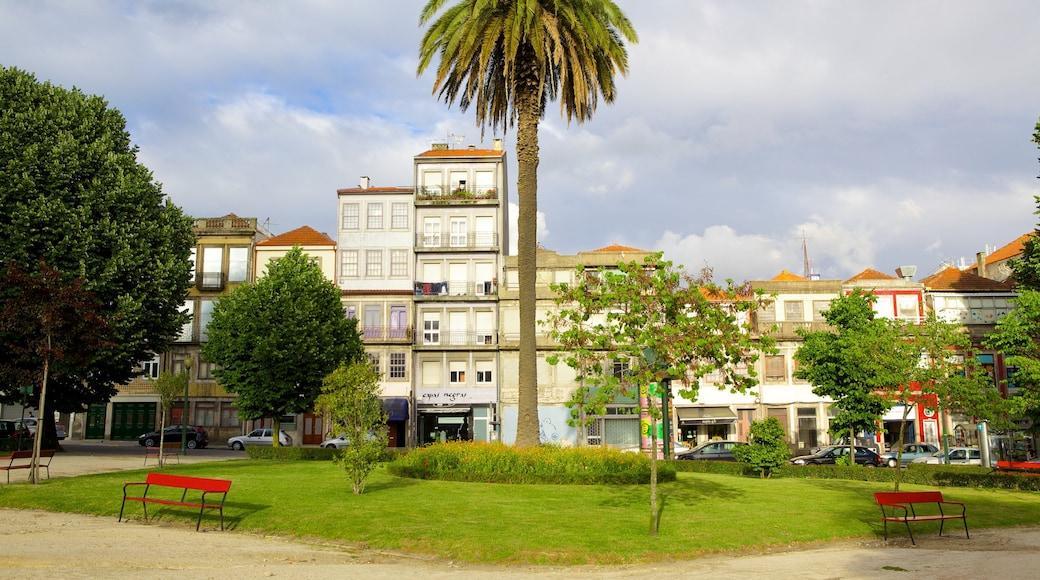 Praca da Republica fasiliteter samt hus, by og torg eller plass