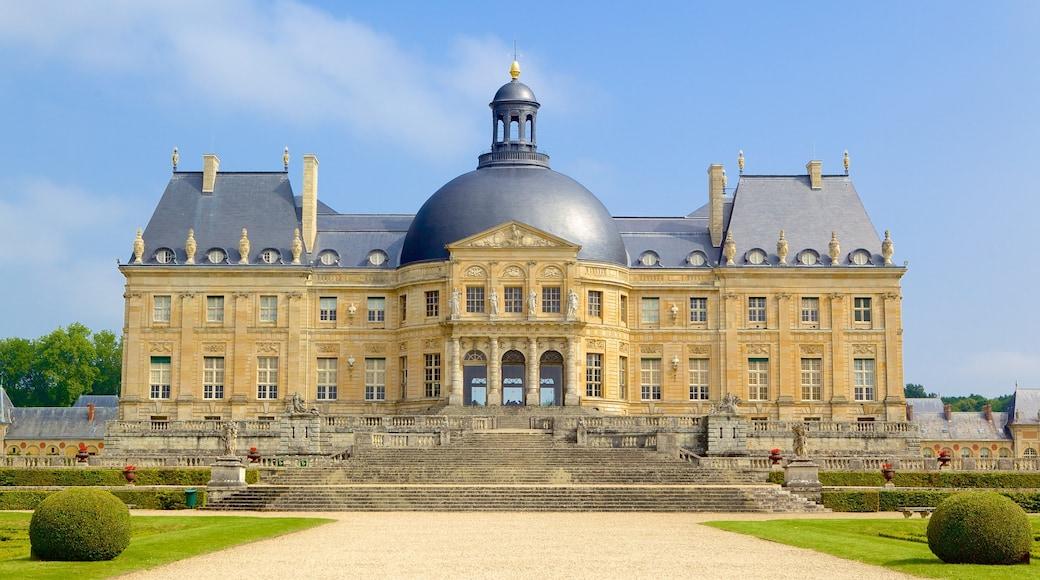 Melun qui includes patrimoine architectural, jardin et château