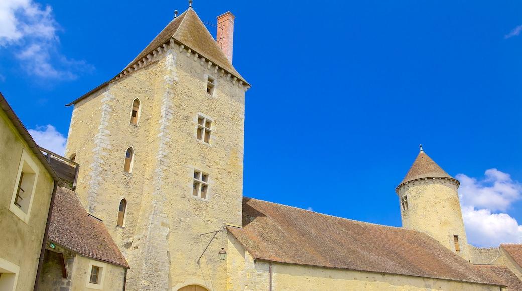 Melun montrant château et patrimoine historique