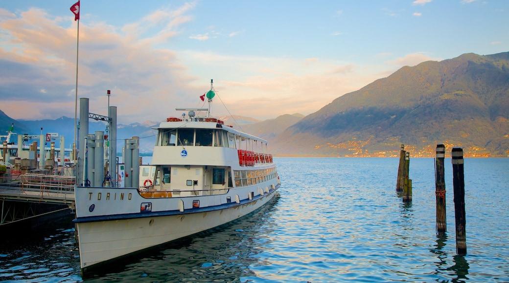 Locarno das einen Bootfahren und See oder Wasserstelle