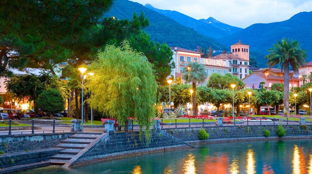 Locarno mit einem See oder Wasserstelle und Kleinstadt oder Dorf