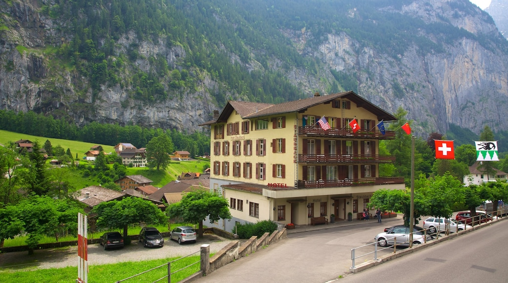Lauterbrunnen which includes a hotel