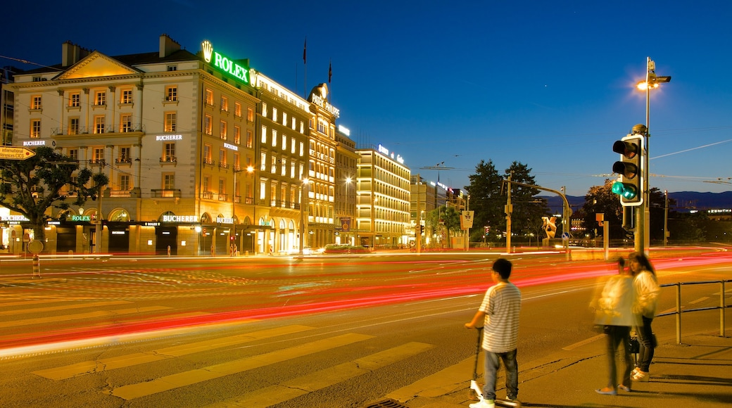 Patek Philippe Watch Museum 呈现出 夜景, 城市 和 街道景色