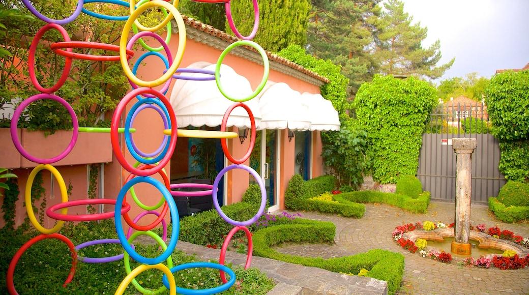 Musée olympique montrant jardin et art en plein air