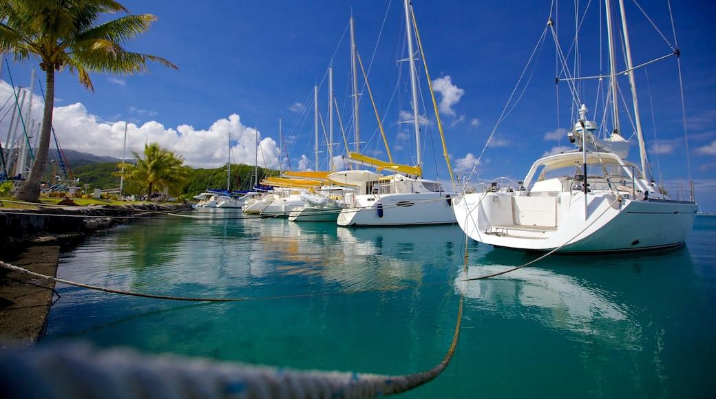 Tahiti welches beinhaltet Bootfahren, Segeln und Bucht oder Hafen