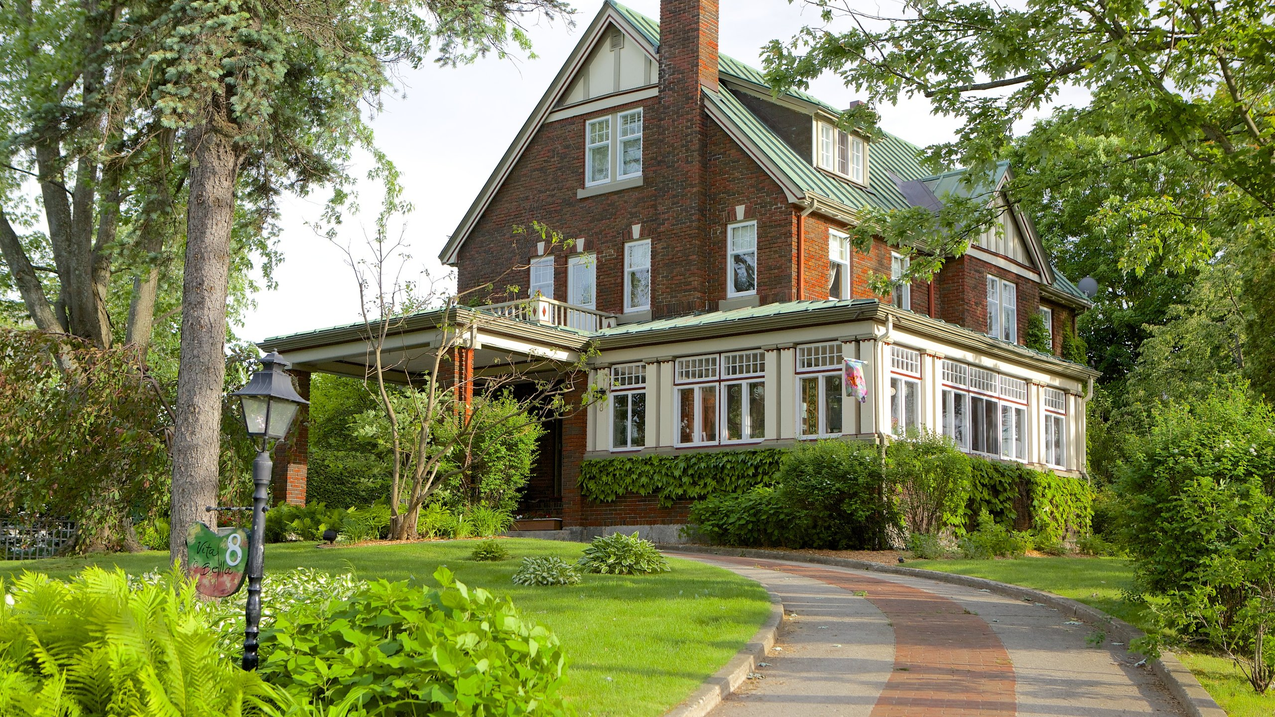 Top 10 Eastern Townships Hotels: Cheap Hotel Deals CA $110