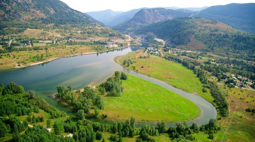 Castlegar showing a river or creek