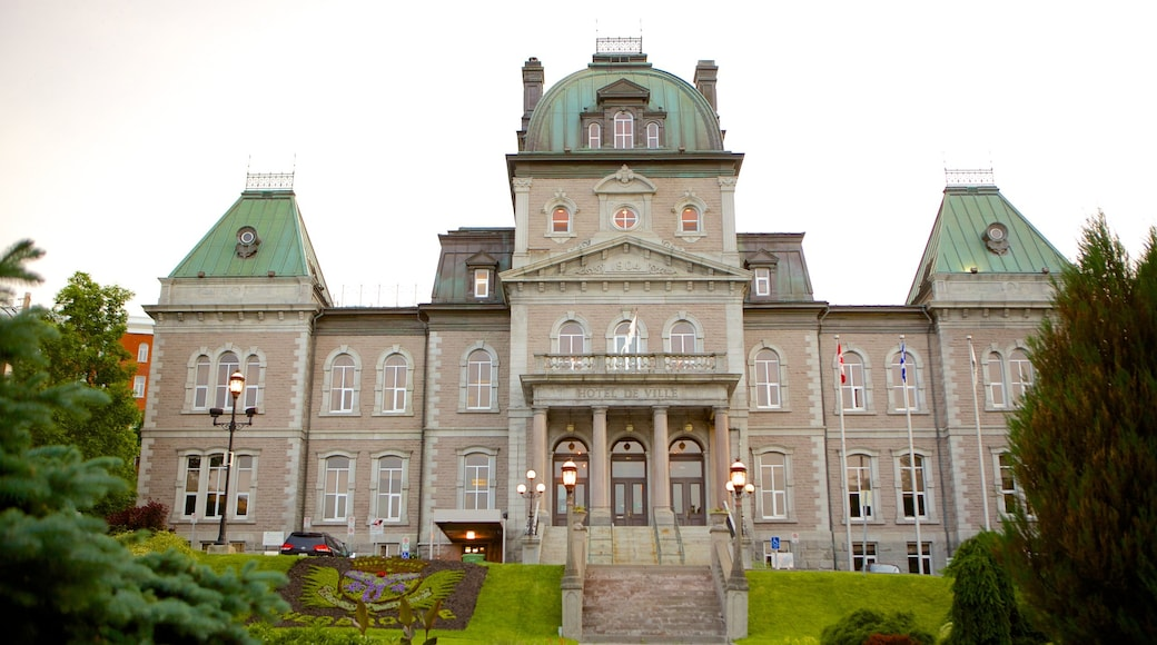 Sherbrooke which includes heritage architecture