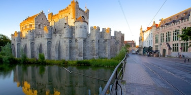 Gravensteen featuring street scenes, heritage architecture and a river or creek