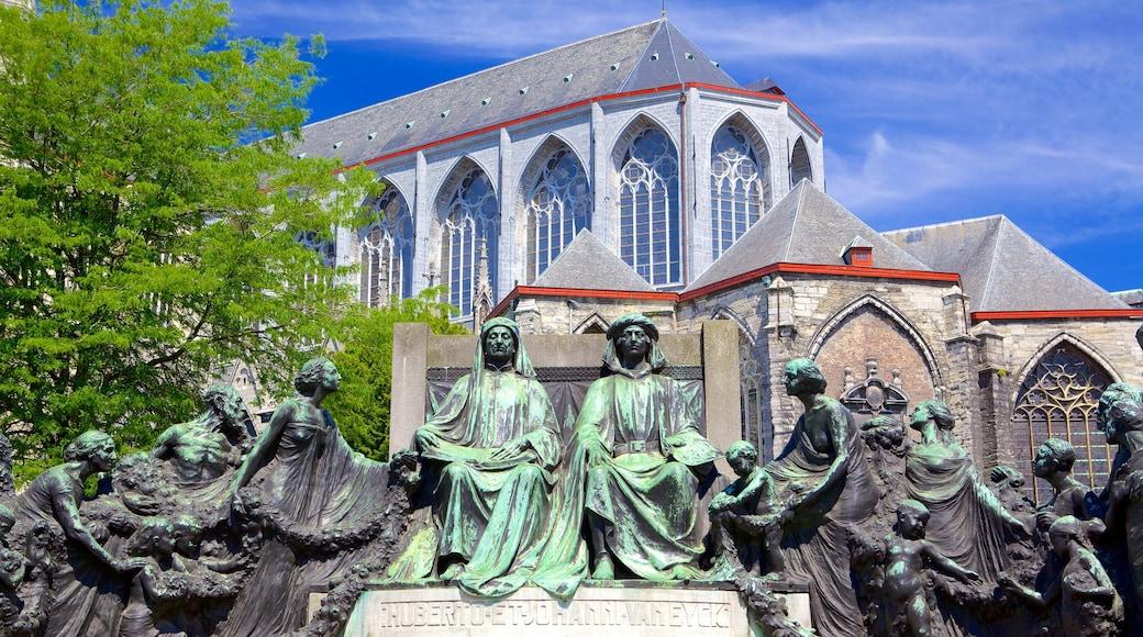 Saint Bavo Cathedral mettant en vedette art en plein air, église ou cathédrale et aspects religieux