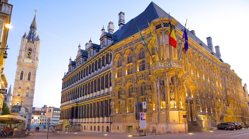 Hôtel de ville de Gand mettant en vedette scènes de rue, coucher de soleil et patrimoine architectural