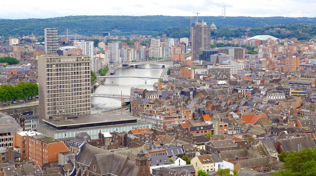 Montagne de Bueren mit einem Stadt und Fluss oder Bach