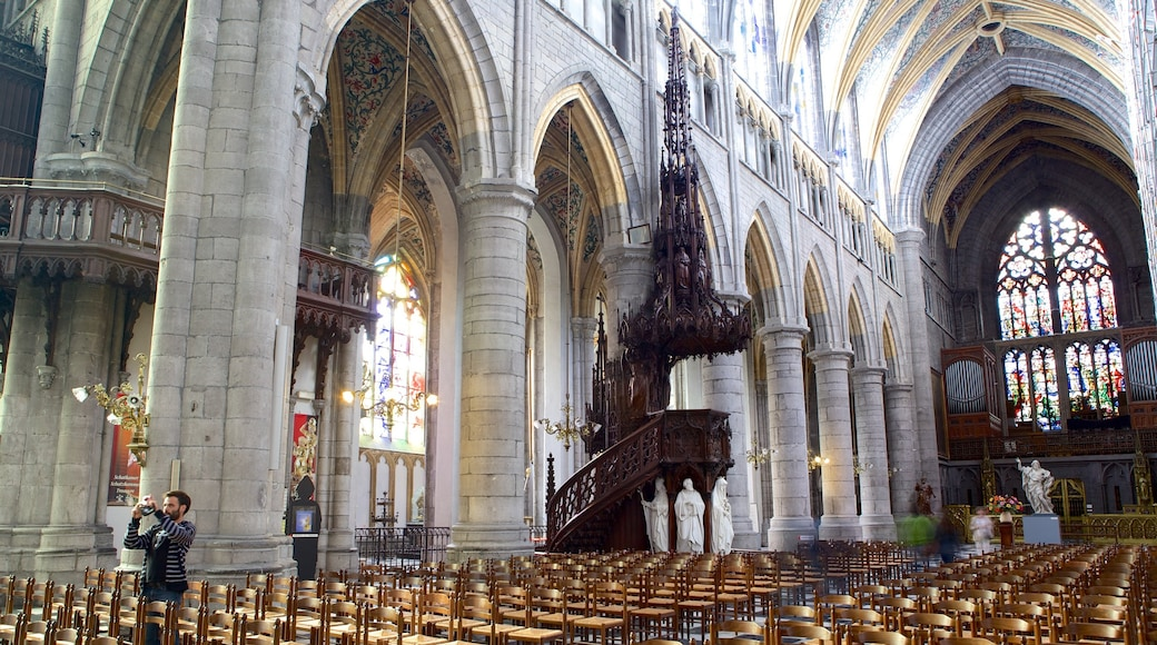 Liege Cathedral which includes religious aspects, heritage architecture and interior views
