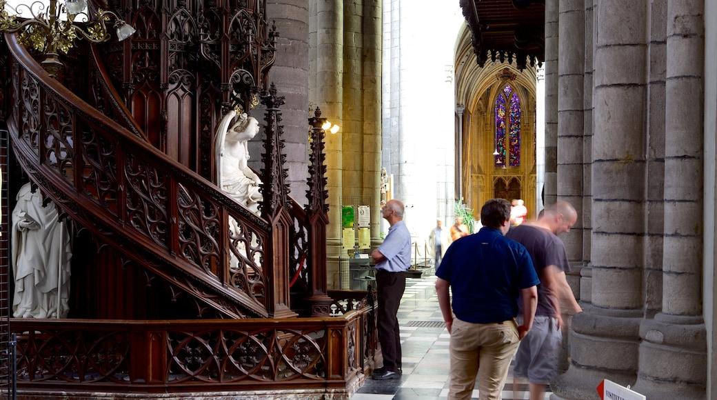 Sint-Pauluskathedraal toont religieuze aspecten, een kerk of kathedraal en interieur