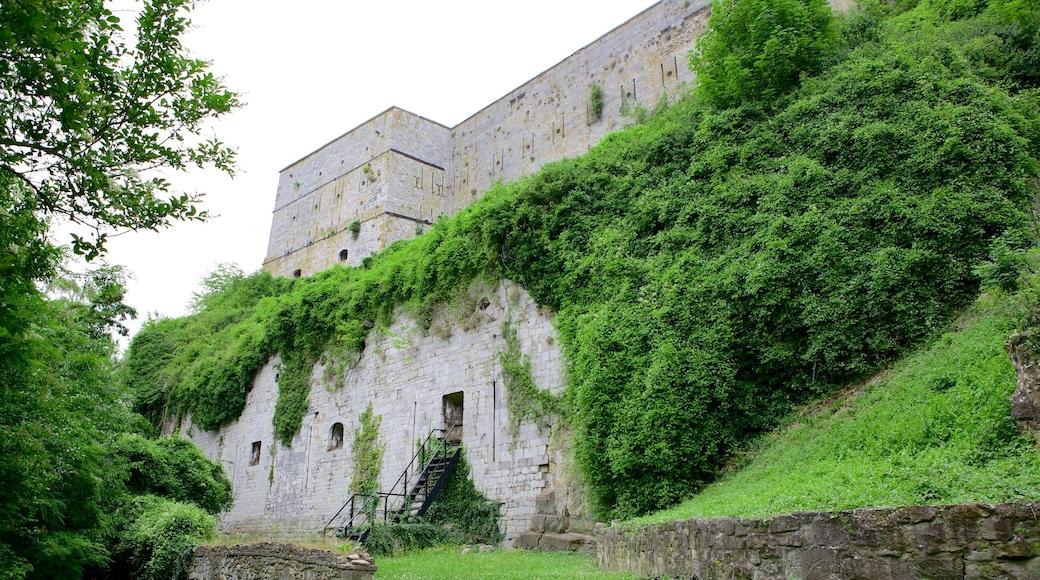 Fort van Huy toont historische architectuur en kasteel of paleis