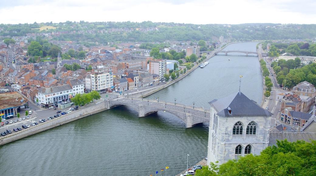 Citadelle de Huy montrant ville, patrimoine architectural et pont