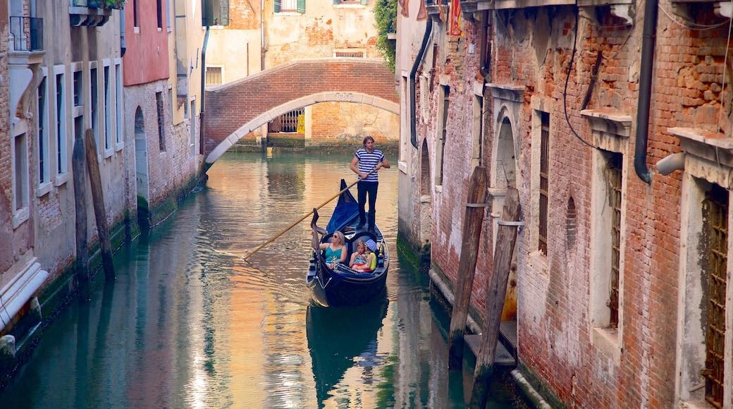 Castello que incluye kayak o canoa y patrimonio de arquitectura