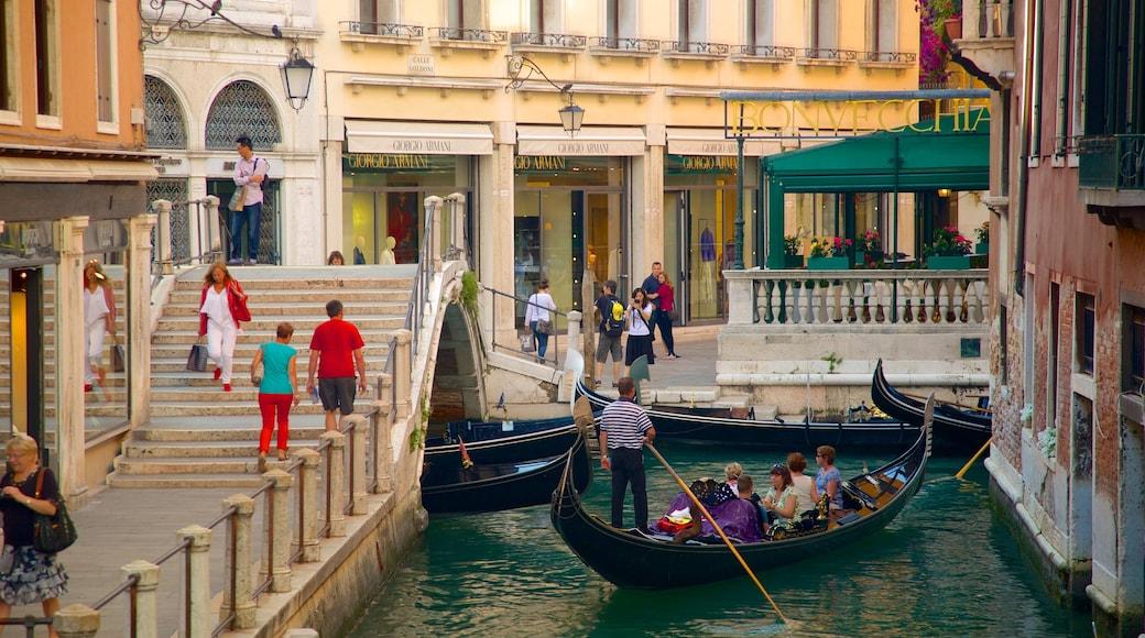 聖馬可 其中包括 皮划艇或獨木舟 和 河流或小溪