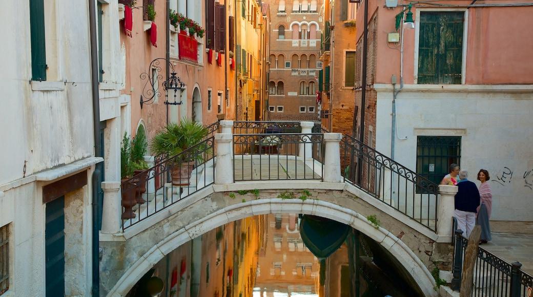 聖馬可 设有 橋樑 和 歷史建築
