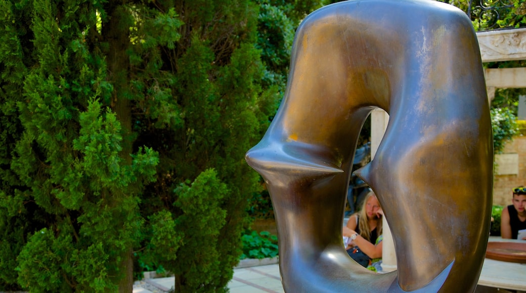 Peggy Guggenheim Museum showing outdoor art and a statue or sculpture